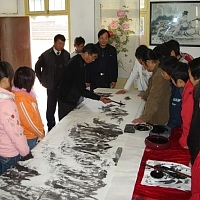 画家张仲平先生来行知学校传艺 - 中国安徽在线教育网站