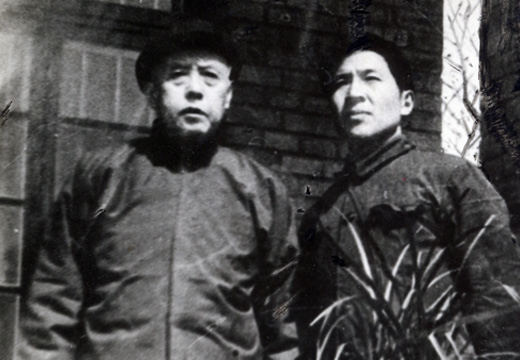 学志与苦禅大师(左)合影
