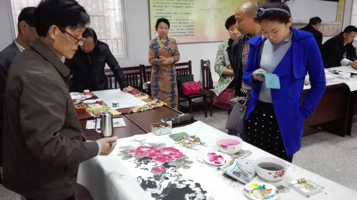 书画名家走基层、文化扶贫致富路。省市县书画家和诗人赴舒城县三汊河镇柳抱泉采风创作
